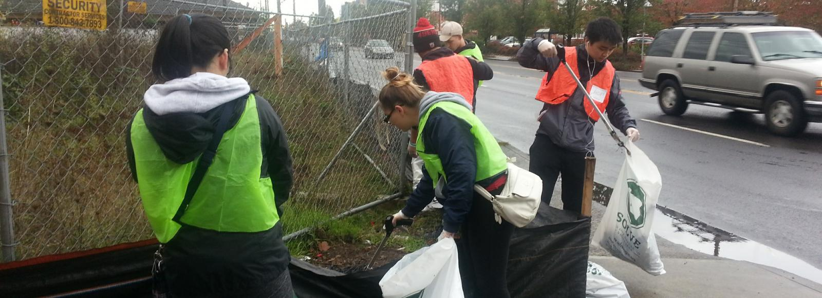 Volunteers collect garbage along busy highway
